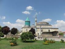 Parque na frente do museu de Mevlana e do túmulo, Konya, Turquia foto de stock royalty free