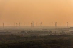 Parque na natureza, parque do moinho de vento da energia renovável Fotos de Stock Royalty Free