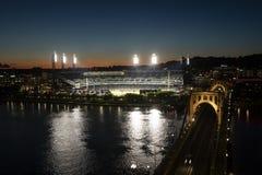 Parque na noite, Pittsburg de PNC, Pensilvânia Imagens de Stock Royalty Free
