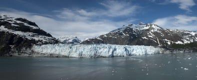 Parque nacional Alaska de la bahía de glaciar dentro del paso Fotos de archivo
