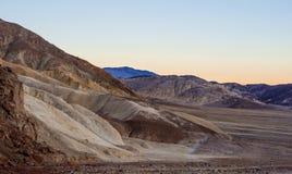 Parque nacional de Death Valley después de la puesta del sol - hermosa vista por la tarde Imagen de archivo libre de regalías