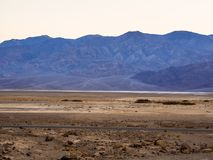Parque nacional de Death Valley después de la puesta del sol - hermosa vista por la tarde Foto de archivo