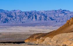 Parque nacional de Death Valley que sorprende en California en un día soleado Foto de archivo libre de regalías