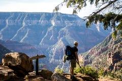 Parque nacional de Grand Canyon que camina la opinión del norte del borde Fotos de archivo