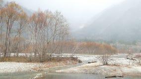 Parque nacional de Kamikochi en las montañas septentrionales de Japón de la prefectura de Nagano, Japón Montaña hermosa en hoja d metrajes