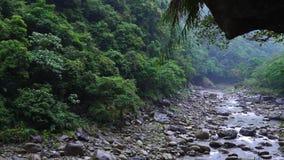 Parque nacional de la garganta de Taroko en Taiw?n Rocky Marble Canyon hermoso con los acantilados y el río peligrosos almacen de metraje de vídeo