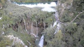 Parque nacional de los lagos Plitvice en Croatia metrajes