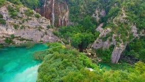 Parque nacional de los lagos Plitvice que ve del aire metrajes