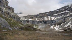 Parque nacional de Ordesa y Monte Perdido com alguma neve fotos de stock