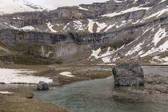 Parque nacional de Ordesa y Monte Perdido com alguma neve fotografia de stock