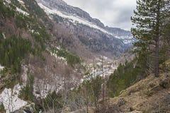 Parque nacional de Ordesa y Monte Perdido com alguma neve na mola fotografia de stock