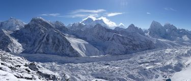 Parque nacional de Sagarmatha, geleira de Everest, de Lhotse e de Ngozumpa imagem de stock