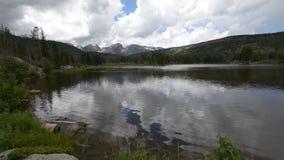 Parque nacional de Sprague Lake Colorado Rocky Mountain almacen de metraje de vídeo