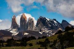 Parque nacional de Torres del Paine, Chile Sun en las torres famosas imagen de archivo