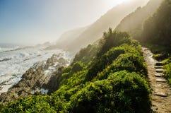 Parque nacional de Tsitsikamma, ruta del jardín, el Océano Índico, Suráfrica Imagenes de archivo