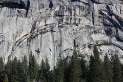 Parque nacional de Yosemite de la ladera escarpada de la roca Foto de archivo libre de regalías