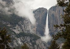 Parque nacional de Yosemite en invierno cerca del capital del EL, de las caídas de Bridalveil, de la media bóveda y del valle mag fotografía de archivo libre de regalías