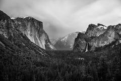 Parque nacional de Yosemite preto e branco imagem de stock