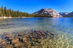 Parque nacional de Yosemite, vista del lago Tenaya (paso de Tioga) imagen de archivo libre de regalías