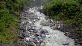 Parque nacional do desfiladeiro de Taroko em Taiwan Rocky Marble Canyon bonito com penhascos e o rio perigosos video estoque