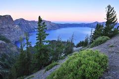 Parque nacional do lago crater no crepúsculo Fotografia de Stock