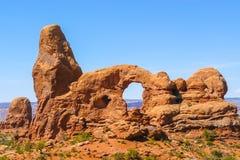 Parque nacional dos arcos no verão a janela com céu azul Imagem de Stock Royalty Free