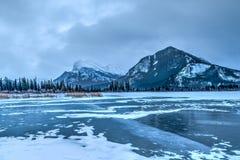 Parque nacional dos lagos congelados vermilion, Banff Fotografia de Stock