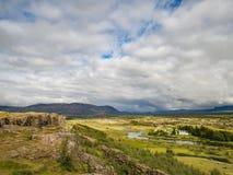 Parque nacional famoso de Thingvellir en Islandia con la iglesia blanca Imagenes de archivo