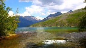 Parque Nacional Glacier de la cala de Kintla almacen de metraje de vídeo