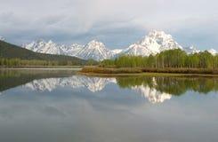 Parque nacional grande e reflexões de Tetons no rio de serpente Imagens de Stock