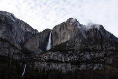 Parque nacional superior e mais baixo Califórnia de Yosemite Falls Fotos de Stock