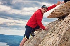 Parque nacional Zuratkul Cheliábinsk Rusia del alpinismo feliz del hombre Fotos de archivo libres de regalías