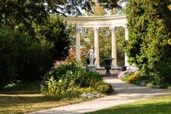 Parque no castelo de Lancut a residência das famílias de Pilecki, de Lubomirski e de Potocki imagem de stock royalty free