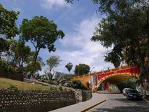 Parque ornamental de Barranco con el fresco en un túnel, Lima Foto de archivo