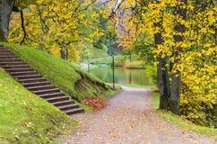 Parque otoñal colorido en Cesis, Letonia, Europa Foto de archivo