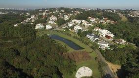 Parque público de vista aérea em Curitiba, Parana, Brasil Parque de Tingui Em julho de 2017 filme