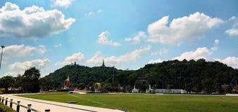 Parque público y cielo azul foto de archivo