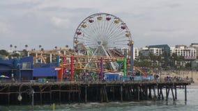 Parque pacífico en Santa Monica Pier en una opinión diurna de Timelapse almacen de metraje de vídeo
