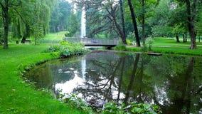 Parque pintoresco en Jasna Gora Monastery, Czestochowa, Polonia almacen de metraje de vídeo