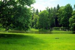 Parque por el palacio de Oranienbaum, St Petersburg Foto de archivo libre de regalías