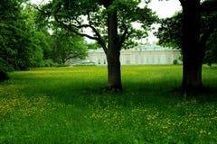 Parque por el palacio de Oranienbaum, St Petersburg Fotografía de archivo