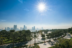 Parque que pasa por alto la ciudad, United Arab Emirates Imagen de archivo libre de regalías