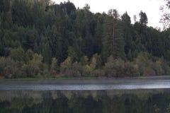 Parque regional de la orilla del río - dos lagos hermosos para pescar, kayaking, canoeing y el batimiento de pie Fotos de archivo