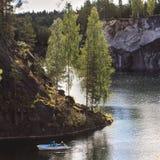 Parque Ruskeala de la explotación minera Imagen de archivo libre de regalías