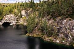 Parque Ruskeala de la explotación minera Fotos de archivo