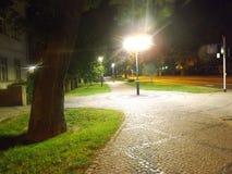 Parque urbano polonês tarde na noite fotos de stock