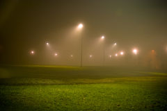 Parque vacío en la noche foto de archivo