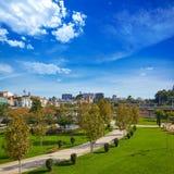 Parque y horizonte del río de Valencia Turia Foto de archivo libre de regalías