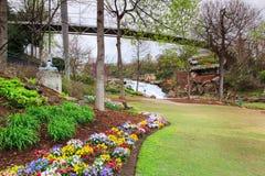 Parque y Liberty Bridge de las caídas en el SC de Greenville Imagen de archivo libre de regalías