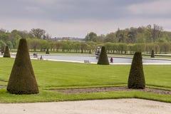 Parquee al lado de castillo real de la caza en Fontainebleau, Francia Foto de archivo libre de regalías